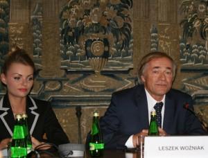 Profesofer Leszek Woźniak podczas dyskusji natemat szkodliwości aspartamu, karagenu iinnych substancji stosowanych wprocesie produkcji żywności konwencjonalnej