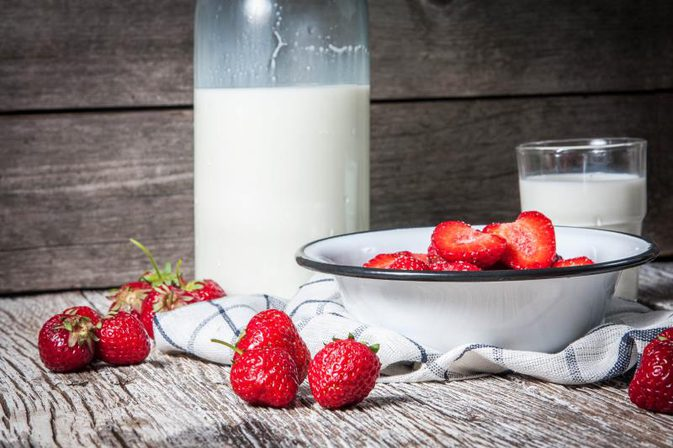 milk-and-fruits